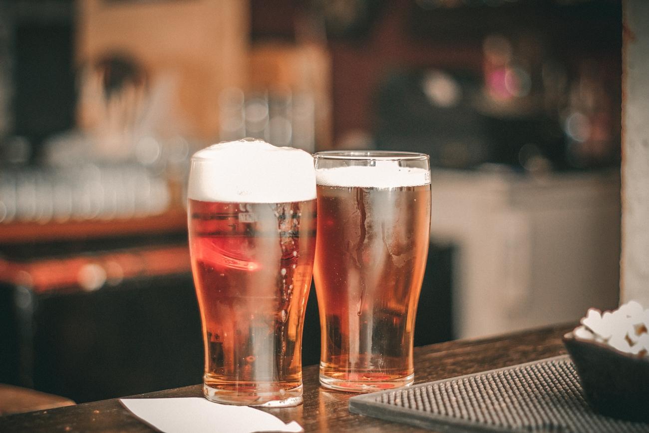 お酒を飲む頻度を控える